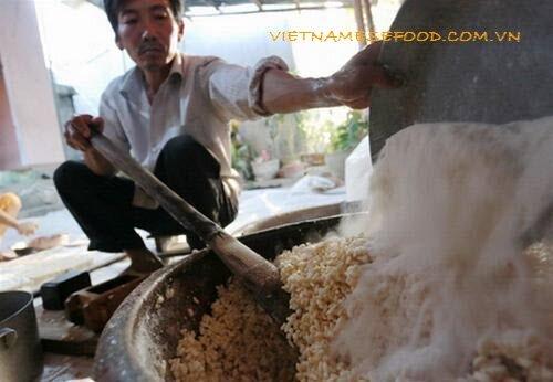 phong-hau-green-rice-flakes-cakes-banh-com-phong-hau