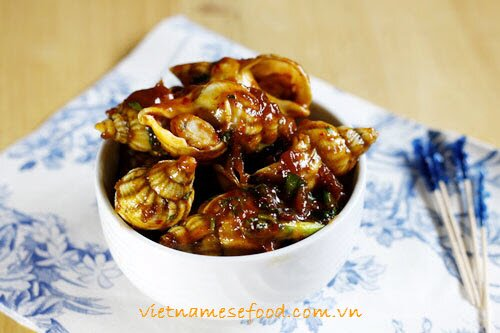 roasted-sweet-snails-with-tamarind-sauce-oc-huong-rang-me