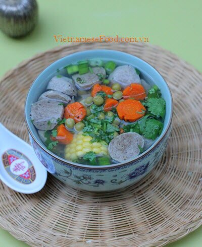 Beef Balls Soup with Vegetables Recipe (Canh Bò Viên Rau Củ)