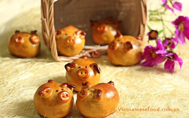Grilled Moon Cakes in Pig Shapes Recipe (Bánh Trung Thu Con Heo)