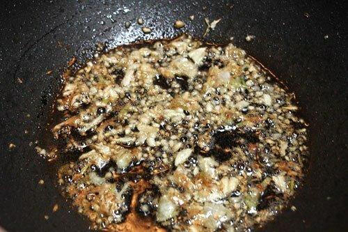 Stir-fried Pumpkin with Garlic (Bí Đỏ Xào Tỏi)