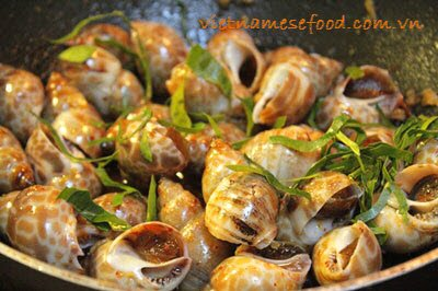 Stir-fried Sweet Snails with Chili and Lemon Leaves (Ốc Hương Xào Ớt và Lá Chanh)