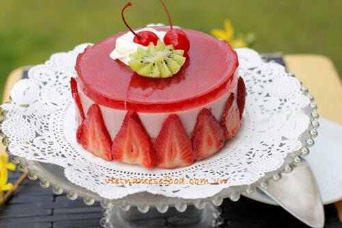 Vietnamese Recipes: Strawberry Mousse Cake Recipe (Bánh Mouse Dâu ...