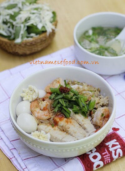 Mixture Rice Noodle Soup with Seafood Recipe (Hủ Tiếu Trộn)