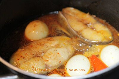 Braised Basa Fish with Chicken Eggs Recipe (Cá Basa Kho Trứng)