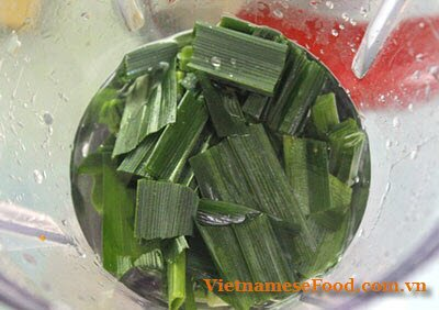 steamed-sticky-rice-with-pandan-leaves-recipe-xoi-la-nep