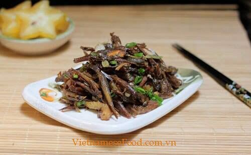 Braised Anchovy Fish with Star Fruit Recipe (Cá Cơm Kho Khế).