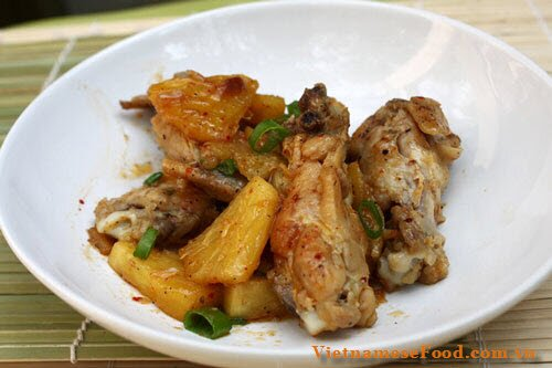 fried-chicken-wings-and-pineapple-recipe-canh-ga-rim-dua-chua-ngot