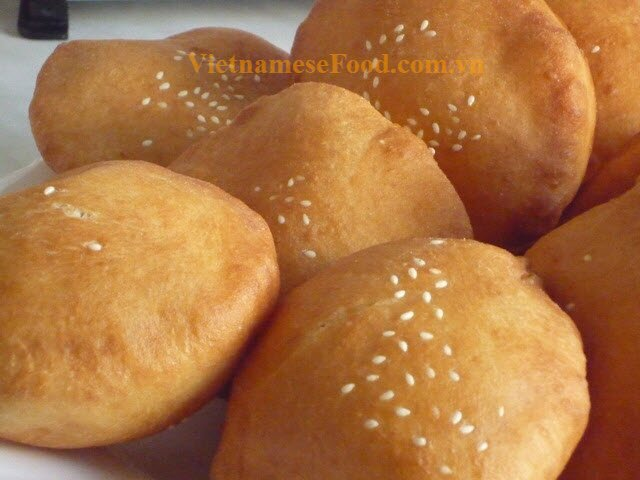 www vietnamesefood com vn hollow-donut-recipe-banh-tieuVietnamese Dessert Recipes
