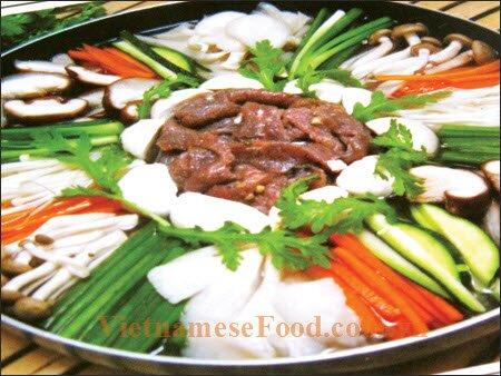 www.vietnamesefood.com.vn/mushroom-hotpot-lau-nam