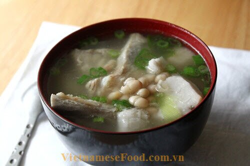 white-bean-soup-with-pork-ribs-and-taro-canh-dau-trang-suon-khoai-mon