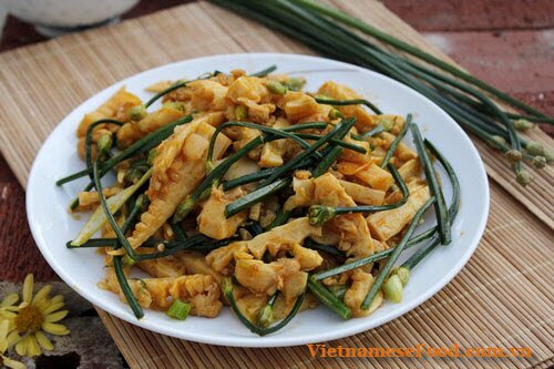 fried-bamboo-shoot-with-shallot-flower-recipe-mang-tuoi-xao-bong-he