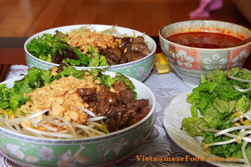 mixed-food-in-hanoi-capital-cac-mon-tron-hanoi