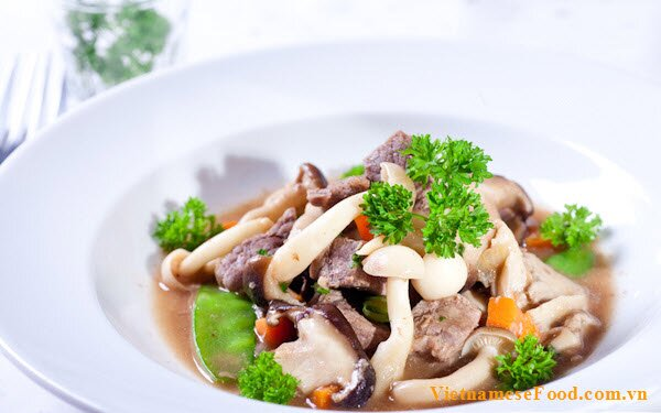 fried-beef-wih-mushrooms-recipe-bo-sot-nam