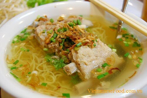 pork-chop-egg-noodle-soup-mi-suon-heo