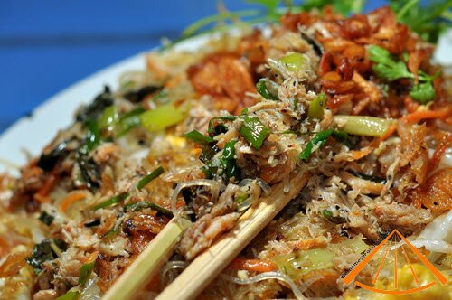 www.vietnamesefood.com.vn/fried-vermicelli-with-meat-crab-and-egg
