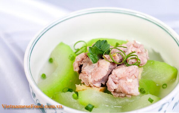 green-squash-with-pork-ribs-soup-recipe-canh-bi-xanh-nau-suon