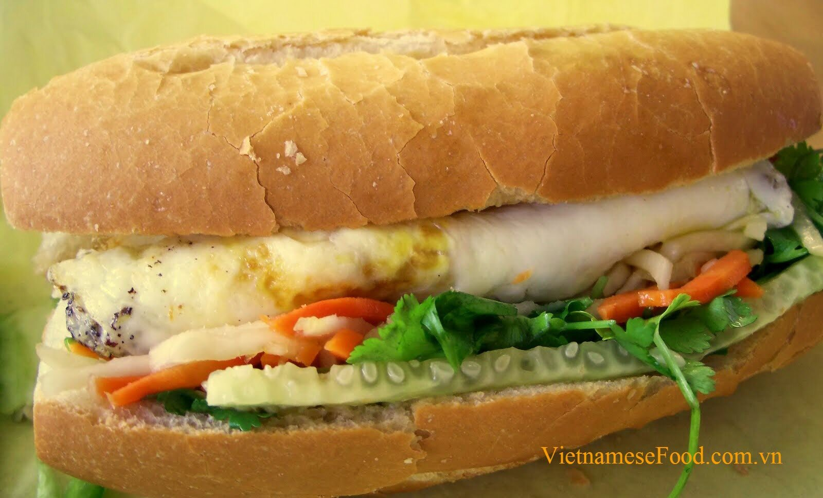 shredded-pork-skin-with-fried-egg-and-bread-recipe-banh-mi-op-la-bi